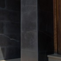Fachada en piedra negra-2