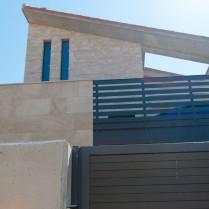 Fachada en Travertino Teruel diferentes texturas-3